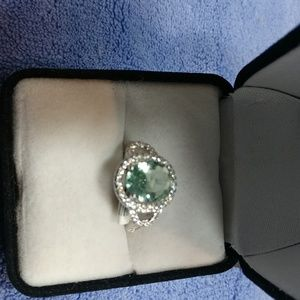 Jewelry - Woman's ring